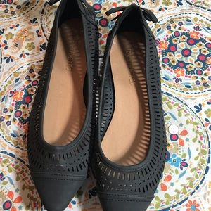 Super cute black flat with bow on ankle